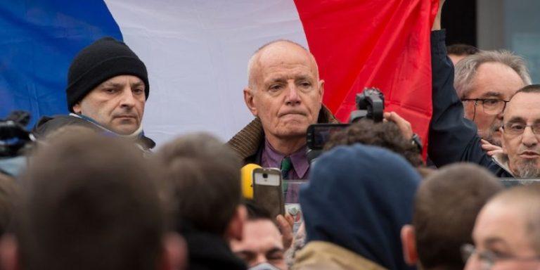 Antyislamskie protesty w Calais, aresztowany 75-letni generał