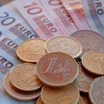 Wysokie pensje trzymają Polaków za granicą