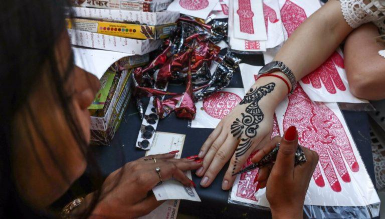 Zmywalny tatuaż zakończył się dramatem dla 7-latki! Rodzice będą tego żałować do końca życia! (FOTO)