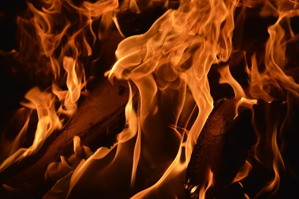 zgwałcił niepełnosprawną, spalili go żywcem