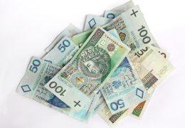 pieniędzy