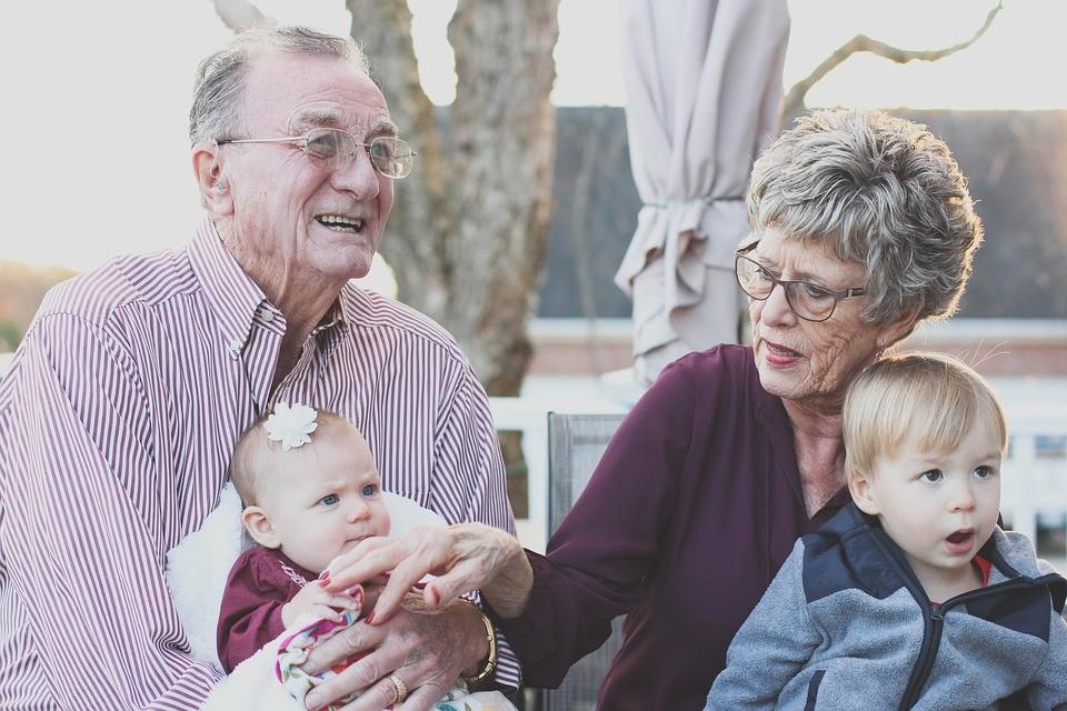 dzieci i dziadkowie