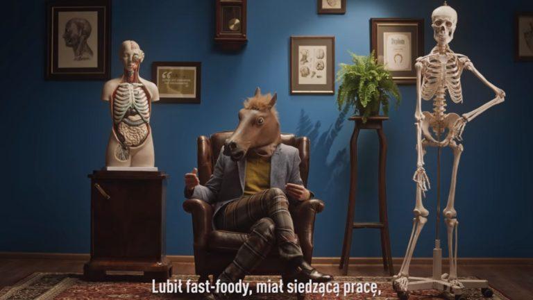 Kolejny ODLOT Ministerstwa Zdrowia! Były króliki zachęcające do posiadania dzieci, teraz edukuje nas CZŁOWIEK-KOŃ! [VIDEO]