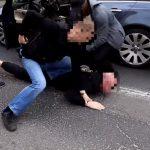 Uciekając przed policją zatrzymał NIEOZNAKOWANY RADIOWÓZ! Co więcej ZWIERZYŁ SIĘ kierowcy ze wszystkich swoich PRZESTĘPSTW! Grozi mu…