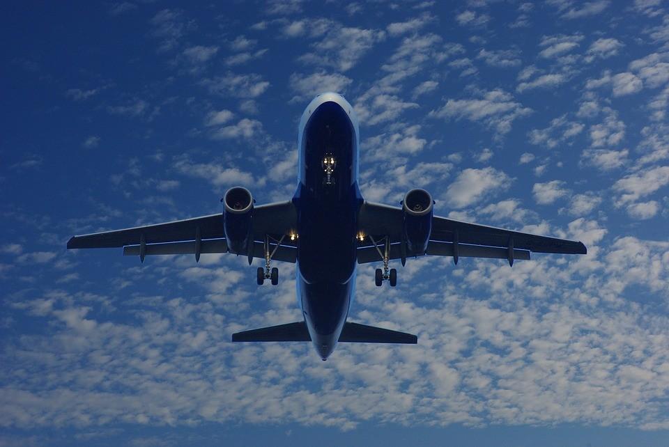 piloci, oślepił laserem, lądowanie, samolot, airbus, świąteczny prezent, rysunek, radar, emirates. drzwi