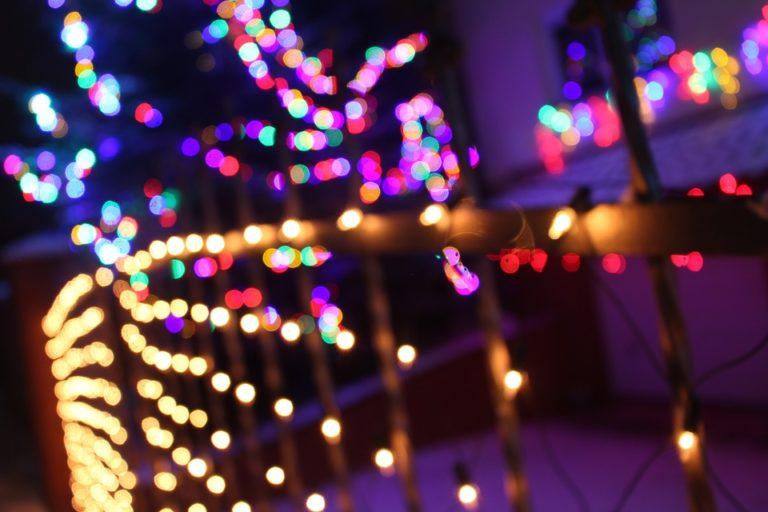 Dostała ASTRONOMICZNY rachunek za prąd. Była przekonana, że to wina świątecznych światełek. Ta kwota pokonałaby budżet niejednego państwa!