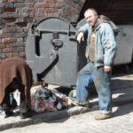 """Bezdomny UKRADŁ 300 TYSIĘCY EURO z lotniska. Po dwóch miesiącach odnaleziono """"przestępcę doskonałego"""" – marnie skończył…"""