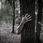 CO ZA POTWÓR! Oskarżył żonę o ZDRADĘ, wywiózł do lasu i wymierzył BESTIALSKĄ KARĘ, a potem…