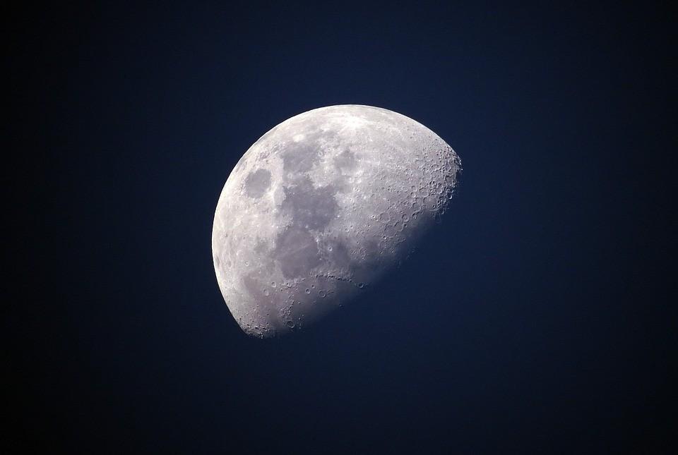 księżyc, księżyce, bilbord na księżycu, lód na biegunach księżyca