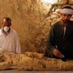 WSPANIAŁE ODKRYCIE W EGIPCIE! W nienaruszonym grobowcu natrafiono na MUMIĘ i SKARBY! Kim był ten człowiek? [FOTO&VIDEO]