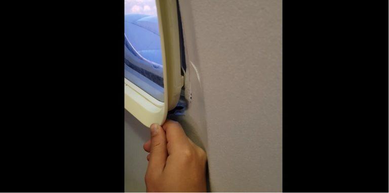 Tak się lata TANIMI LINIAMI! Pasażer w trakcie rejsu zauważył, że jego okno się ROZPADA! [VIDEO]