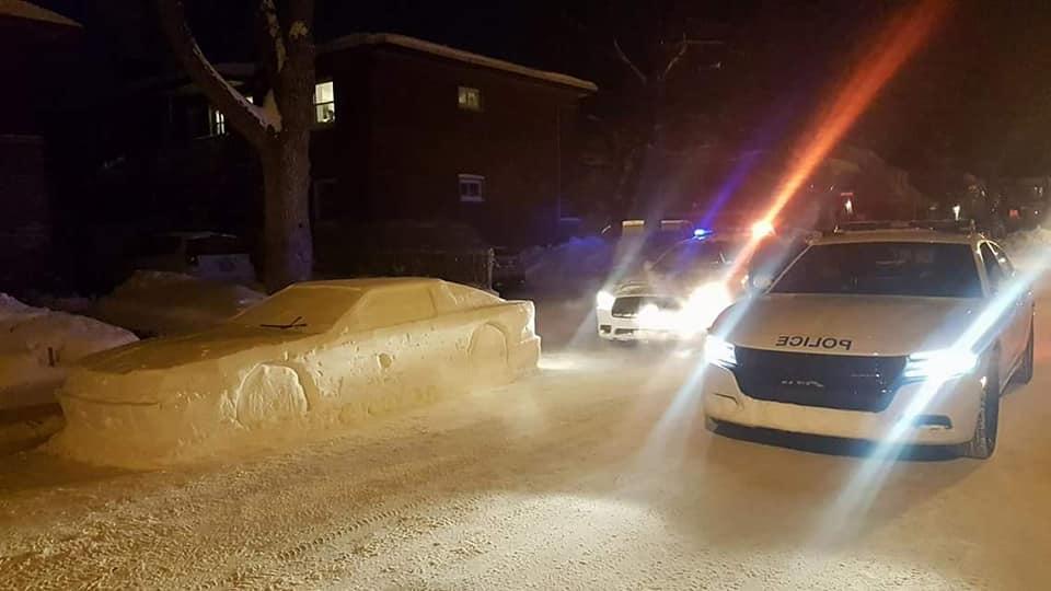 mandat za samochód ze śniegu