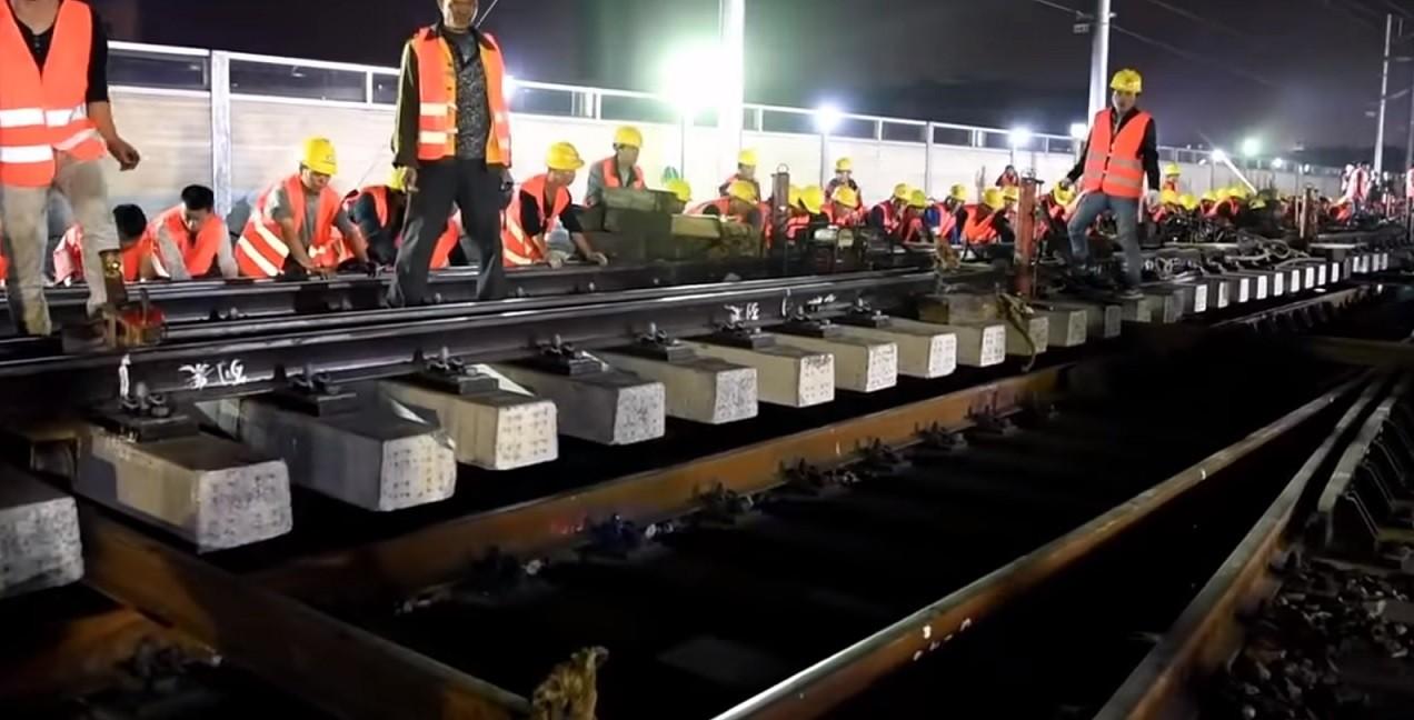 chińczycy w noc wybudowali stację kolejową
