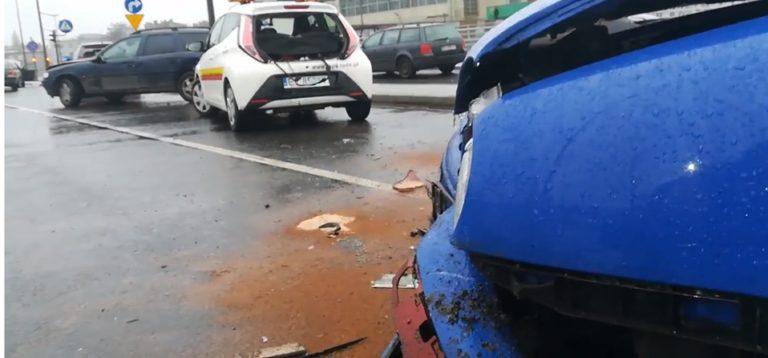KARAMBOL W CENTRUM ŁODZI! 24 auta rozbite, jedna z głównych ulic zablokowana w godzinach szczytu!