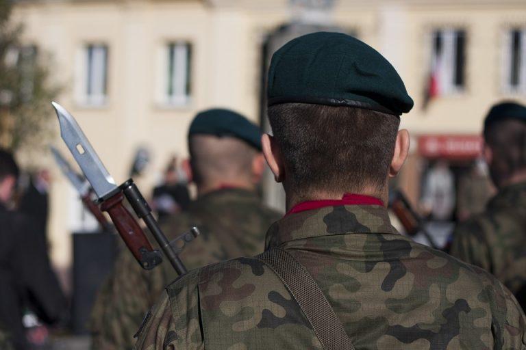 Ponad 200 TYSIĘCY młodych Polaków dostanie wkrótce wezwania od armii! Mogą się ich spodziewać zarówno mężczyźni jak i kobiety