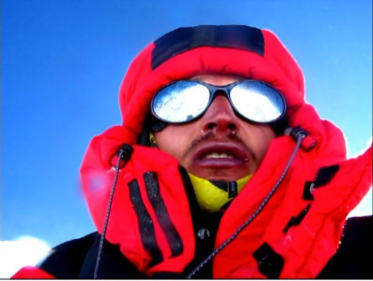"""Adam BIELECKI miał wypadek w czasie wspinaczki na K2! Krew, szwy i wgnieciony kask. """"Było blisko""""! [FOTO]"""
