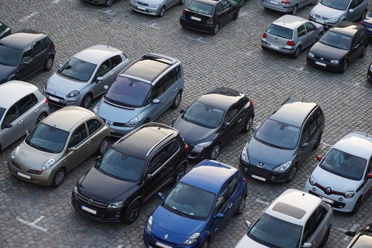 ZŁODZIEJ ROKU: ukradł samochód, a gdy silnik zgasł zadzwonił po POMOC do… właścicielki! Historia, którą wymyślił BAWI DO ŁEZ!