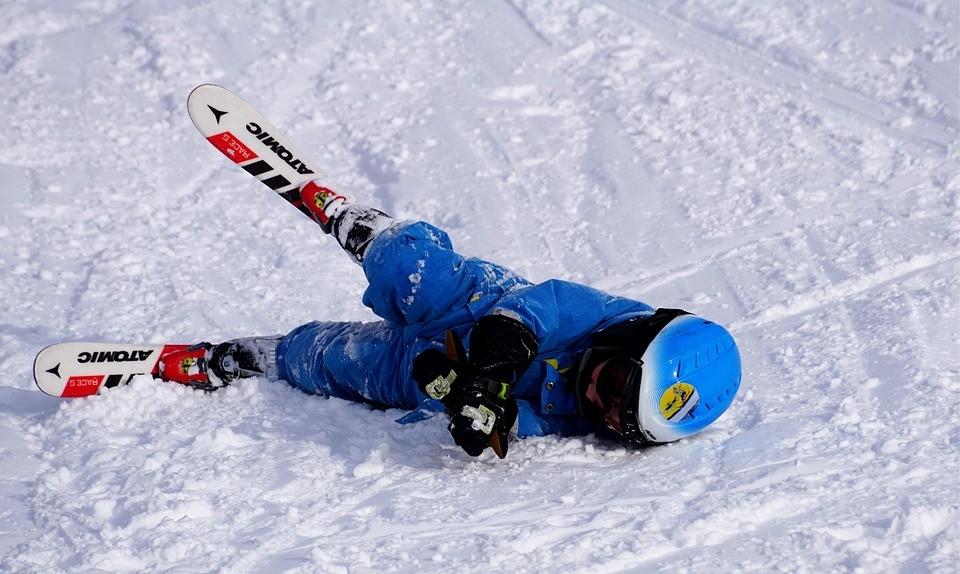 pechowy narciarz