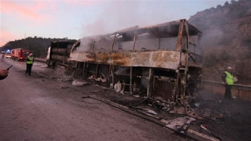wpadek autobus, autokar, turcja, pożar,