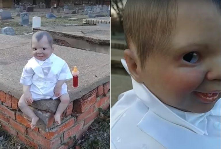 Na cmentarzu znalazł PRZERAŻAJĄCĄ LALKĘ! Gdy podszedł bliżej okazała się jeszcze straszniejsza… [VIDEO]