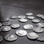 Podlasie: spacerując po lesie odnalazł starożytne monety. Wkrótce odkryto tam NIESAMOWITY SKARB