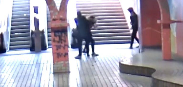 Drobna nastolatka kontra dwaj złodzieje. Panowie ostro się nacięli! [VIDEO]