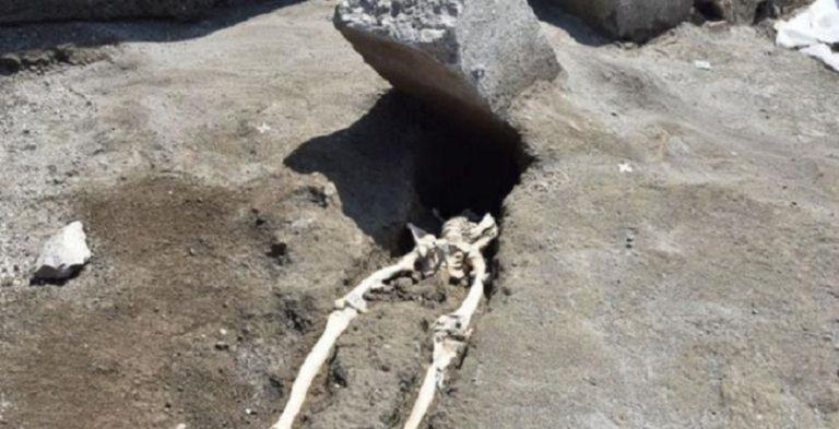 Gdy spojrzał za siebie nadeszła ŚMIERĆ. Archeolodzy odkryli szkielet z niesamowitą i tragiczną historią!