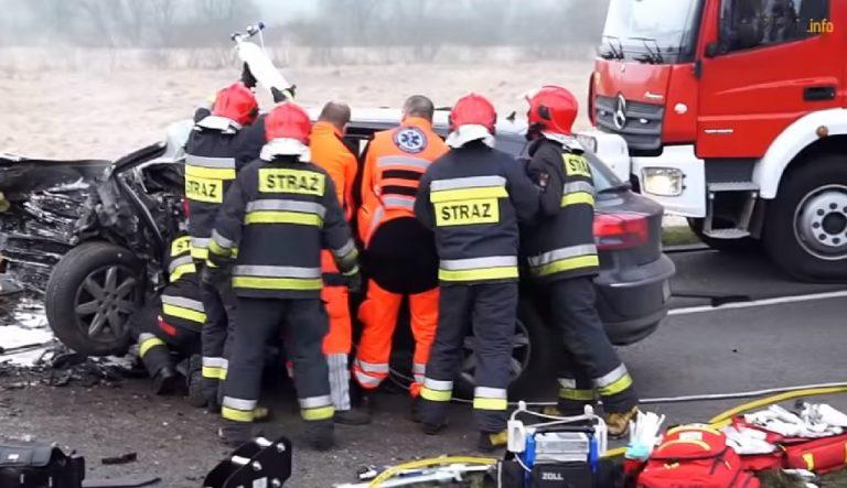 Lubuskie: samochód wpadł do jeziora. Dramatyczna walka strażaków o życie ofiar