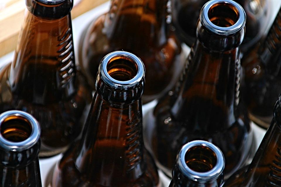 szkła, butelki kruszą się