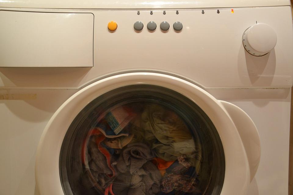 dziecko weszło do pralki