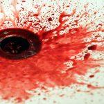 """Brutalnie zamordowali własną matkę: """"wyłupili oczy, wyciągnęli wnętrzności"""". Powód PRZERAŻA"""