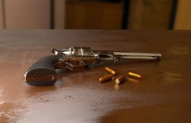 pistolet, rewolwer, syn, staruszka, litości