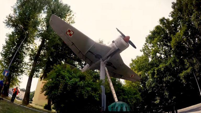 Gdynia: remontowali zabytkowy samolot. We wnętrzu dokonali NIESAMOWITEGO odkrycia!