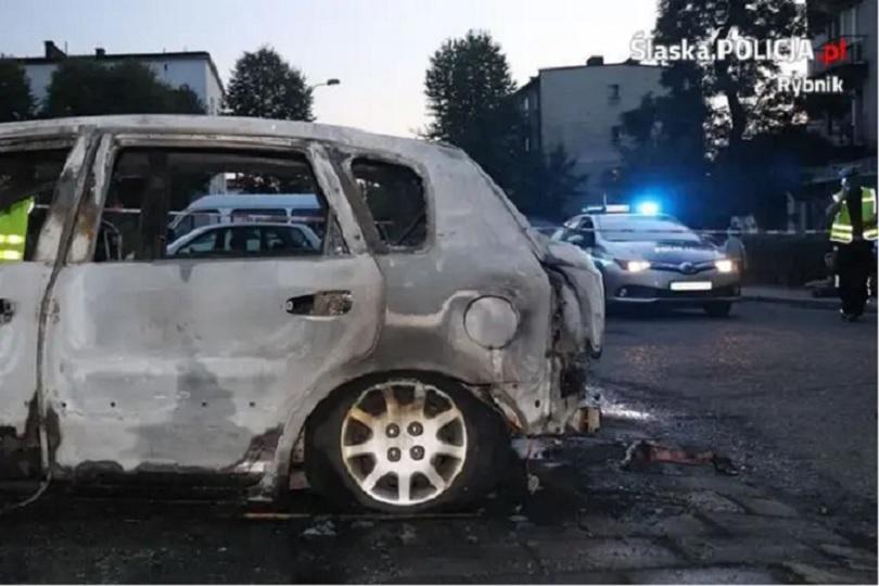 3-latek płonął w samochodzie