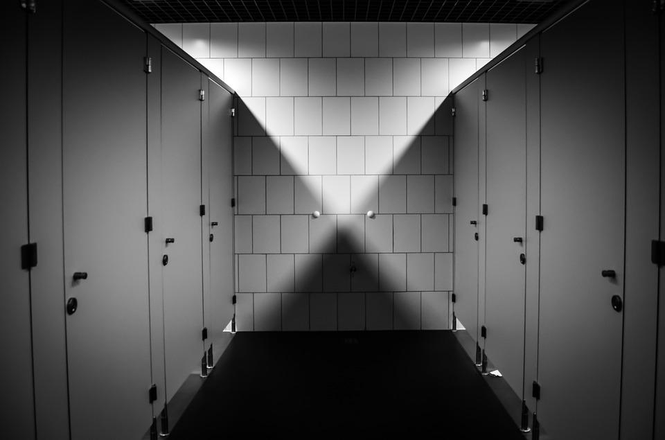 toalety, czterolatka zgwałcona w toalecie