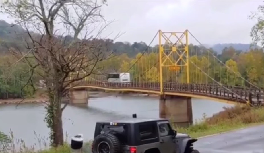 autobusu, most