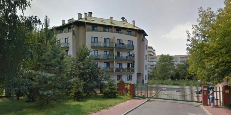Warszawa: makabra na strzeżonym osiedlu. Gdy on mordował, za ścianą siedziała niedosłysząca babcia!