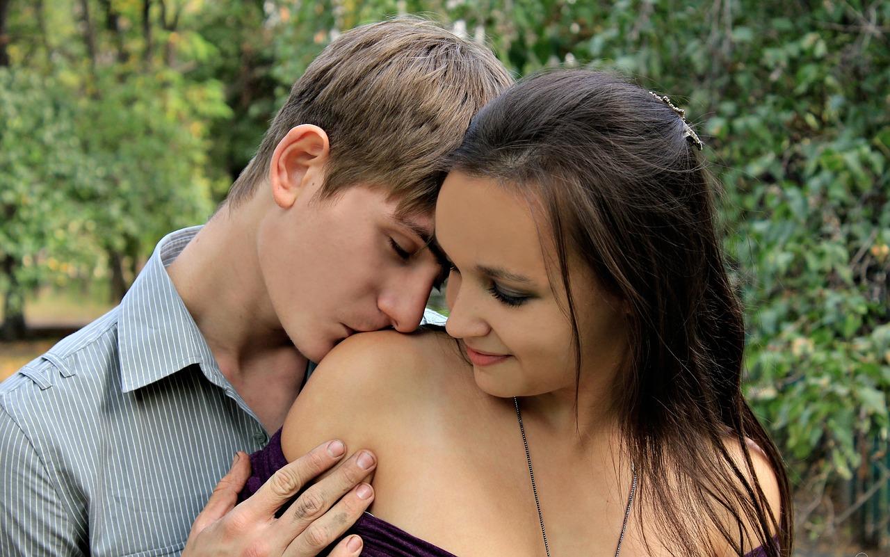 pocałował