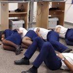 """Od ich pracy zależy życie setek ludzi. Zdjęcie jak """"odpoczywają"""" wywołało burzę!"""
