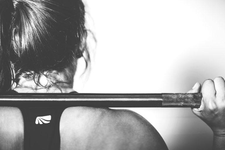 Posmarowała się samoopalaczem, a potem poszła na siłownię! Wieczorem zauważyła TO na swojej nodze…