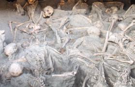 średniowieczny szkielet, ludziom, gotowała się krew i wybuchały głowy