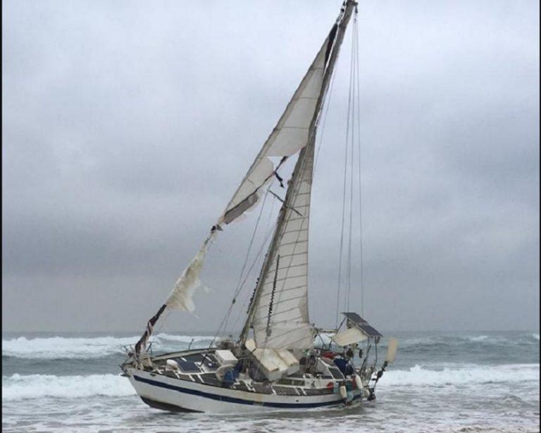 Morze wyrzuciło opuszczony jacht. Wewnątrz dokonano makabrycznego odkrycia
