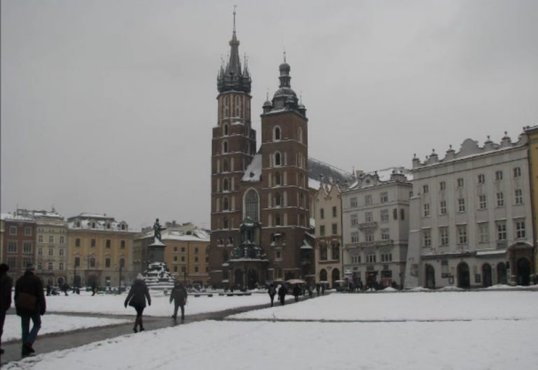 Dramat w Krakowie! Na dach Bazyliki Mariackiej runął nagle…