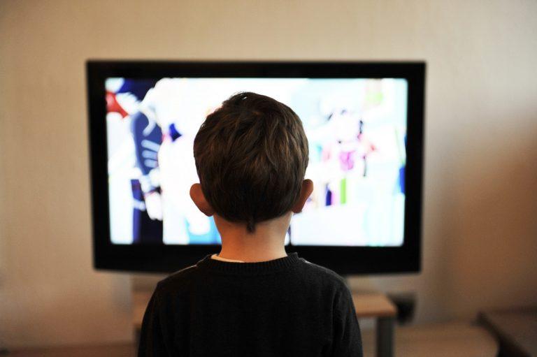 Jak ODZWYCZAIĆ dziecko od oglądania TELEWIZJI?