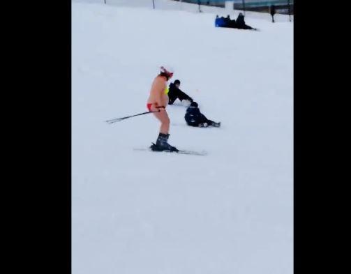 narty, bikini, zjeżdzała na nartach w bikini