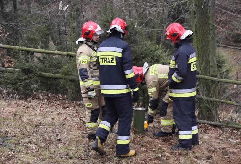 RADIOAKTYWNY pojemnik na Dolnym Śląsku. Gdy strażacy go otworzyli, wybuchnęli śmiechem!
