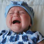 Twoje dziecko PŁACZE przez sen? Dowiedz się, co może oznaczać!
