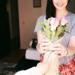 Każdego roku dostaje kwiaty od zmarłego męża! Mężczyzna postanowił (…)!