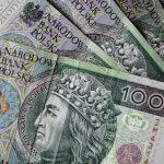 Polacy dostaną dodatkowe 600 zł! Prezydent podpisał ustawę. Komu przysługuje?