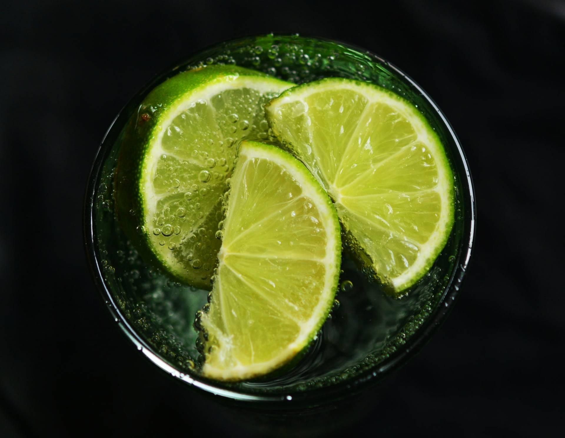 wypijała każdego, limonka